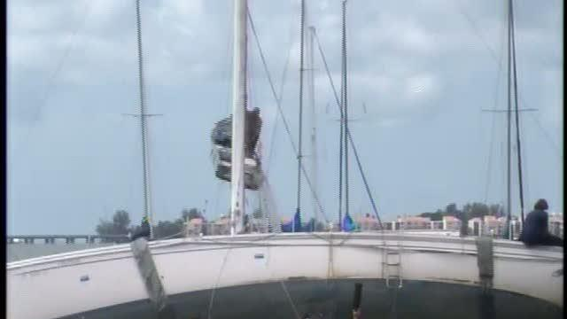 Volunteers free grounded sailboat