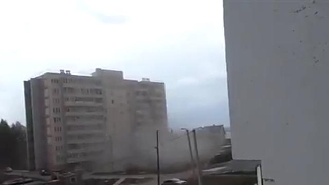 Crane crashes into apartment building in Russia