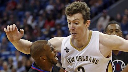Report: Asik's illness will end his season