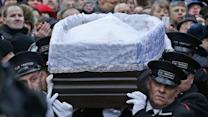 Thousands of Mourners Pay Respects to Boris Nemtsov