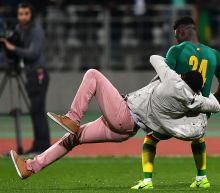 Ivory Coast vs. Senegal friendly ends early after several fans invade pitch