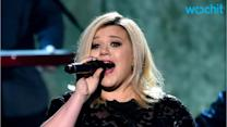 """Kelly Clarkson Admits It's Impossible to Sing Her Daughter River Rose to Sleep: """"She Just Stares at Me!"""""""