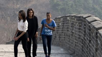 Raw: First Lady, Daughters Visit Great Wall
