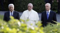 Peres, Abbas embrace ahead of prayers at Vatican