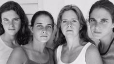 4 Sisters Beautifully Age In 40-Year Photo Series