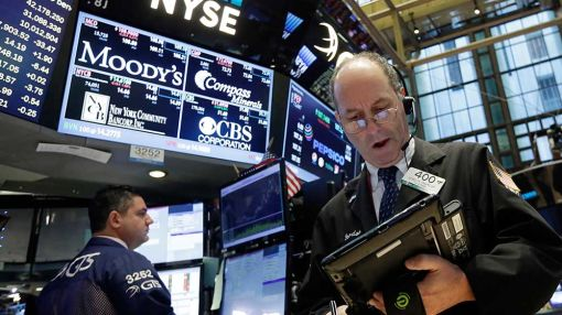 Stocks Cap Week With Big Gains As Banks Bounce Back, Retailers Rally