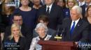 La filosa mirada de la hija de John McCain al vicepresidente Pence durante el funeral de su padre