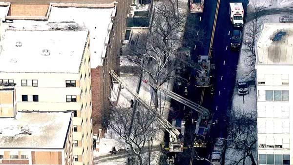 Chicago fire crews respond to apartment building fire