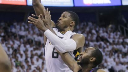 'Iso Joe' takes over Game 4, lifts Jazz past Clippers