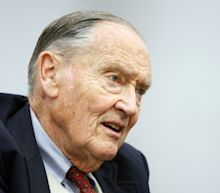 Warren Buffett says Jack Bogle is a 'hero' to investors