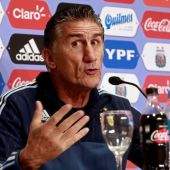 Barcelona must manage Messi's playing time, says Bauza