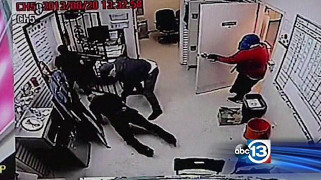 Serial robbers targeting N. Houston cell stores