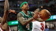 Boston lines up behind Isaiah Thomas again, downs Chicago to tie series at 2-2