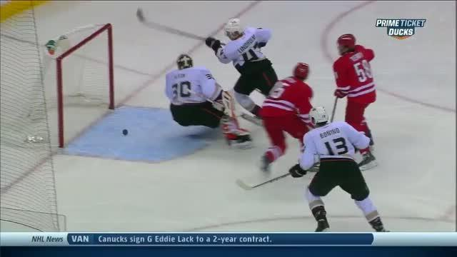 Viktor Fasth reaches back with the glove