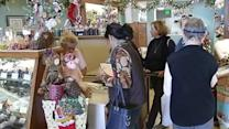 Small businesses vie for holiday shoppers' attention