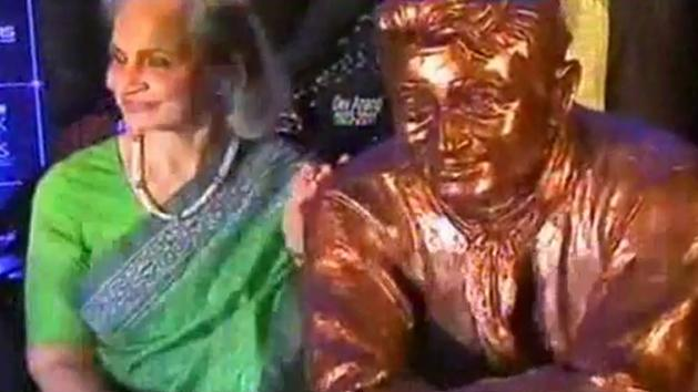 Waheeda Rehman remembers legendary Dev Anand