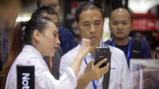 Samsung suffers backlash in China over smartphone response
